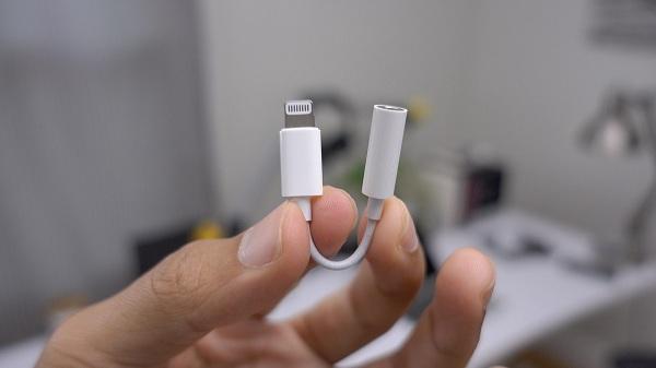lightning-to-3-5mm-headphone-jack-adapter