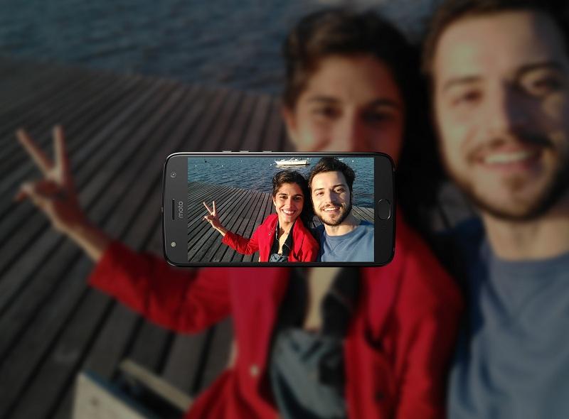 moto-x4-gallery-image-4-selfie
