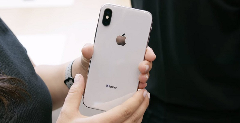 iphone-x-hands-on-back