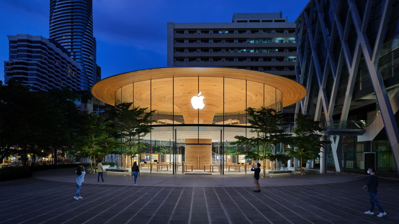 Apple Central World (1)
