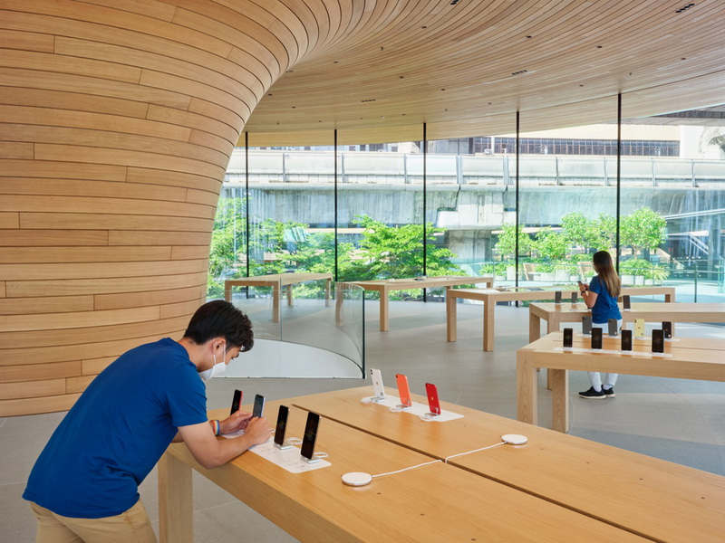 Apple Central World (3)