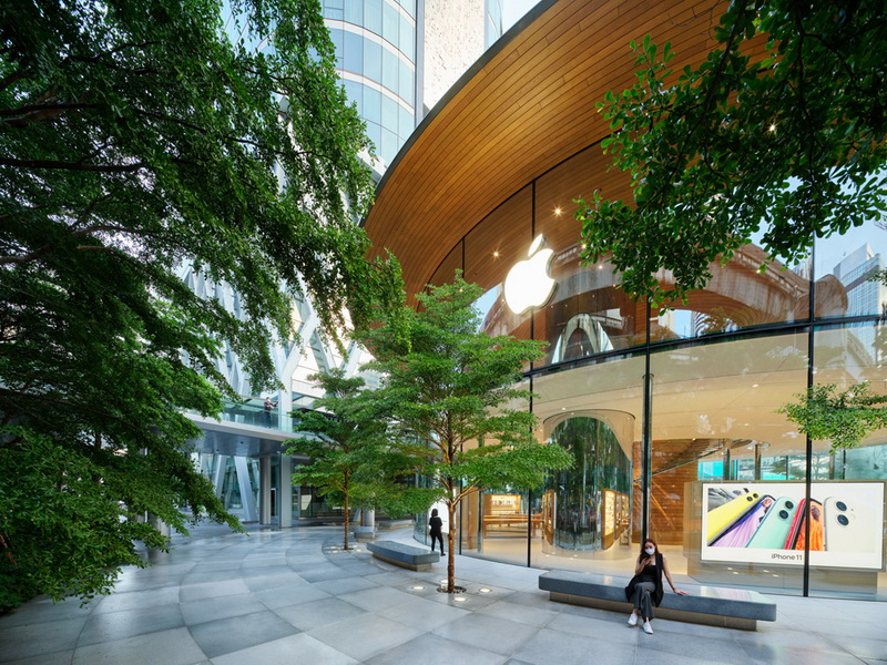 Apple Central World (6)