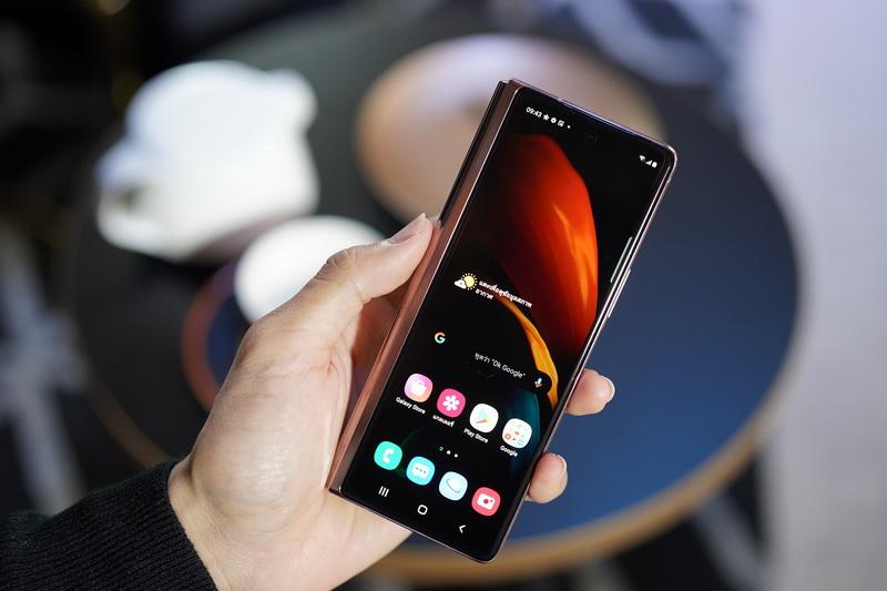 Galaxy Z Fold2 5G_03_resize